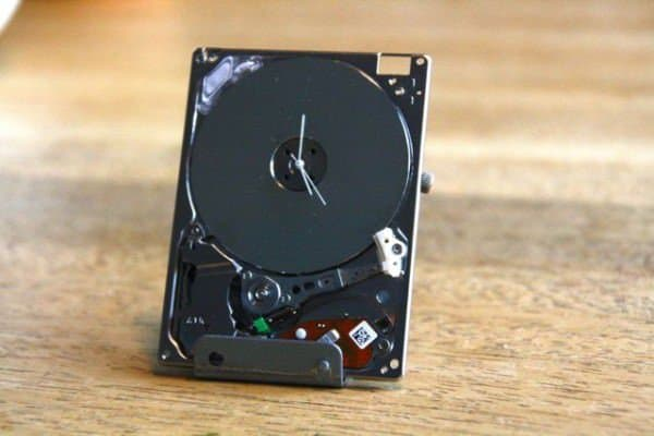 Ipod Hard Drive Turned Into Tiny Clock 1 • Recycled Electronic Waste