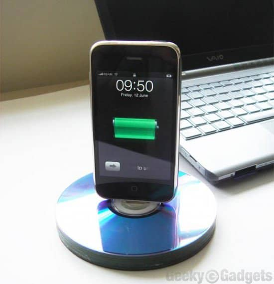 recycled-cd-iphone-dock_1