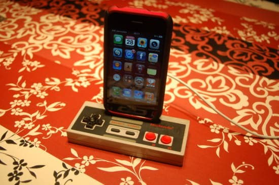 NES-iPhone-dock-recycled-recyclart2