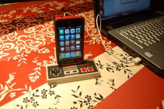 NES-iPhone-dock-recycled-recyclart3