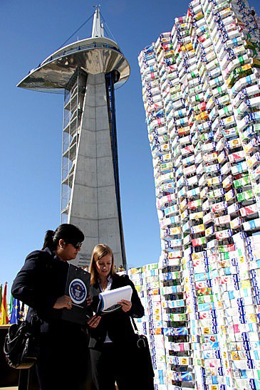 Castle Made From 50,000 Upcycled Milk Cartons (Guinness World Record) 2 • Interactive, Happening & Street Art