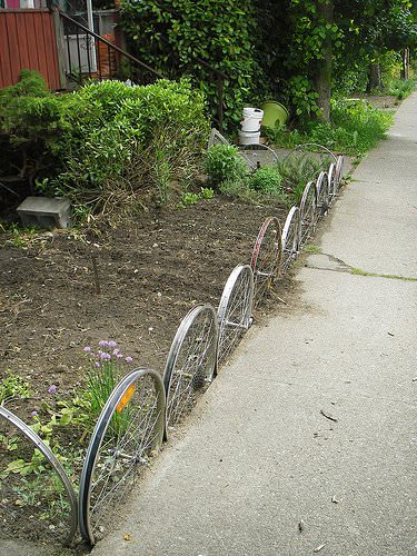 Fence From Upcycled Bike Wheels 1 • Garden Ideas