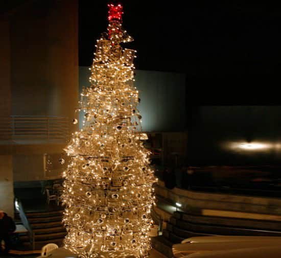 Christmas Tree From Upcycled Shopping Carts 4 • Interactive, Happening & Street Art