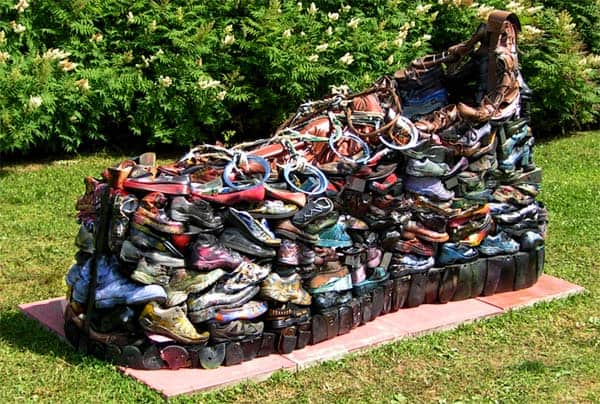 Disused Shoes Sculpture 1 • Interactive, Happening & Street Art