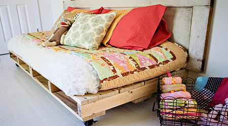 Sofas Made From Repurposed Pallets 1 • Do-It-Yourself Ideas