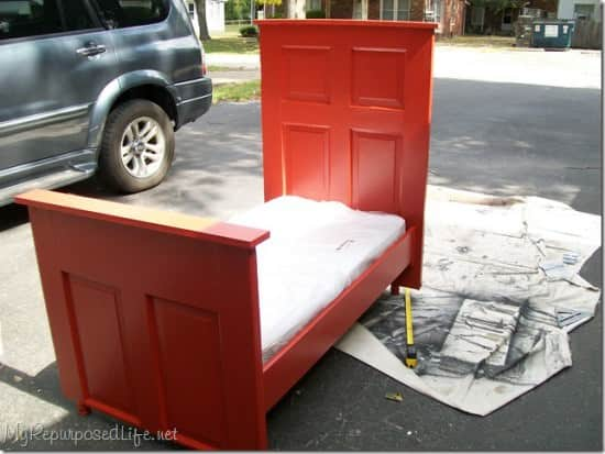 Door --> Toddler Bed ! 1 • Do-It-Yourself Ideas