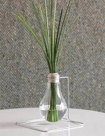 Diy: Light Bulb Vase 1 • Do-It-Yourself Ideas