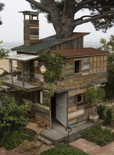 Houses From Discarded Pallets & Salvaged Materials 2 • Home Improvement