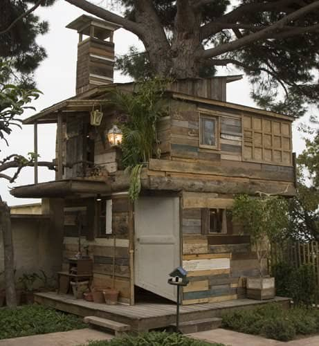 Houses From Discarded Pallets & Salvaged Materials 1 • Home Improvement