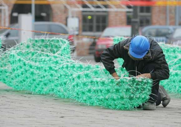 Christmas Tree Made From 40,000 Recycled Plastic Bottles 6 • Recycled Packaging