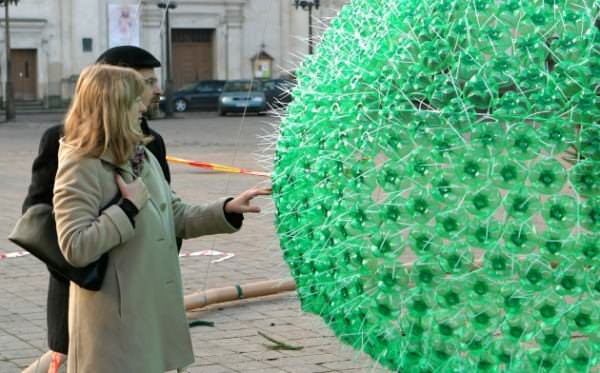 Christmas Tree Made From 40,000 Recycled Plastic Bottles 2 • Recycled Packaging
