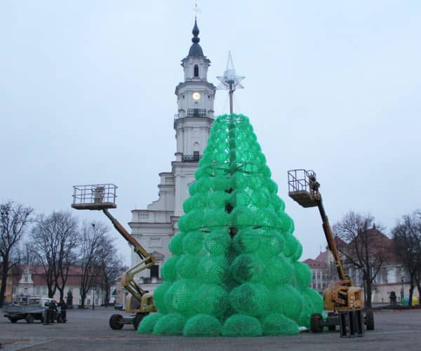 Christmas Tree Made From 40,000 Recycled Plastic Bottles 3 • Recycled Packaging