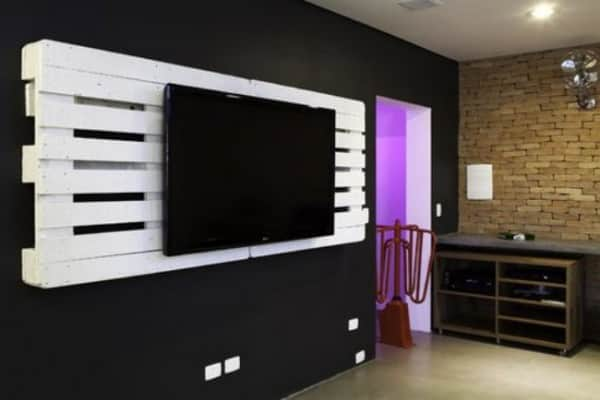Pallets as a TV Holder 1 • Do-It-Yourself Ideas