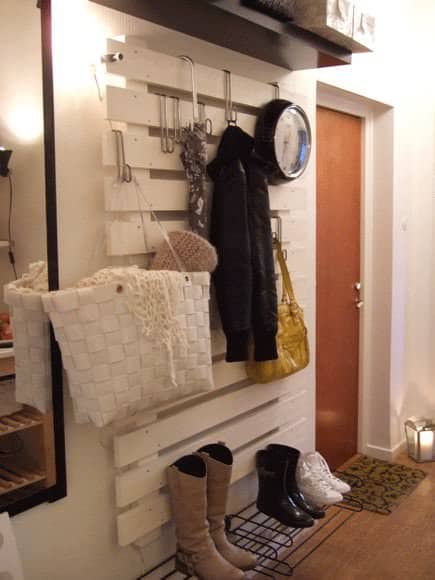 Diy : Painted Pallet in Your Entrance 1 • Do-It-Yourself Ideas