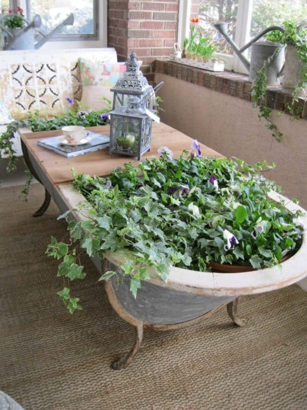 Old Bath --> Planter + Coffee Table for Your Patio 1 • Do-It-Yourself Ideas