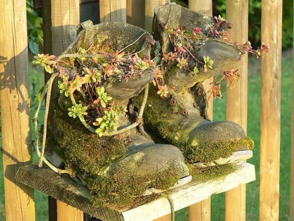 Flower Pots Boots Fence Do-It-Yourself Ideas