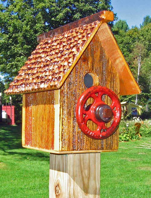 Recycled Bird House 2 • Do-It-Yourself Ideas