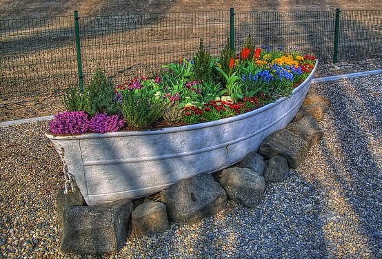 Old Boat Planter 1 • Do-It-Yourself Ideas