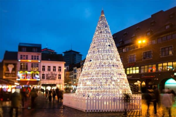 Christmas Tree Made Of 5,000 Donated Ceramic Dishes & Cups 1 • Interactive, Happening & Street Art