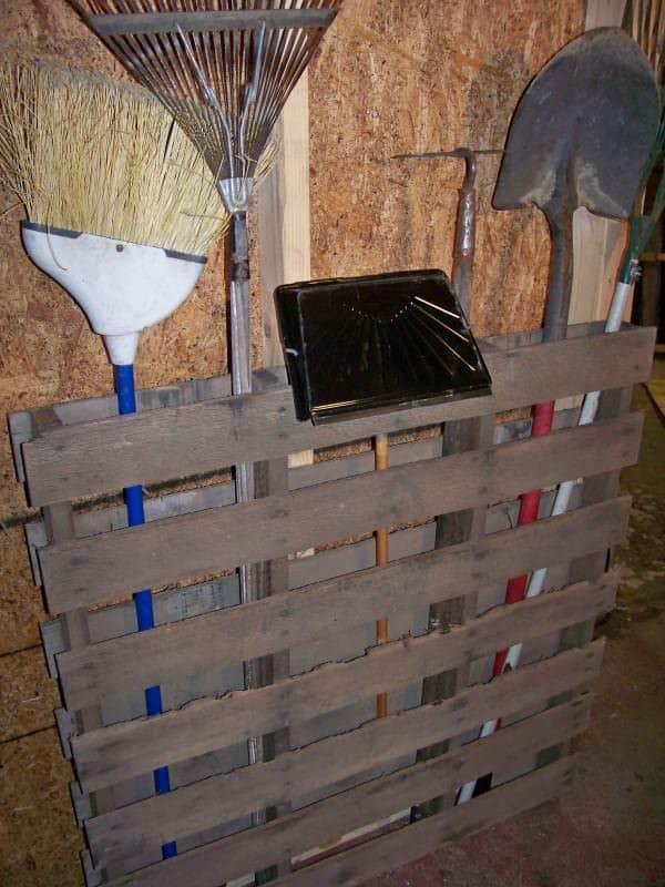 pallet-garden-tools-600x800