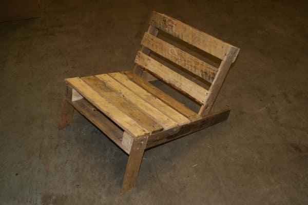 diy-pallet-chair-3