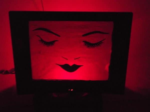 tele-mujer-rojo1