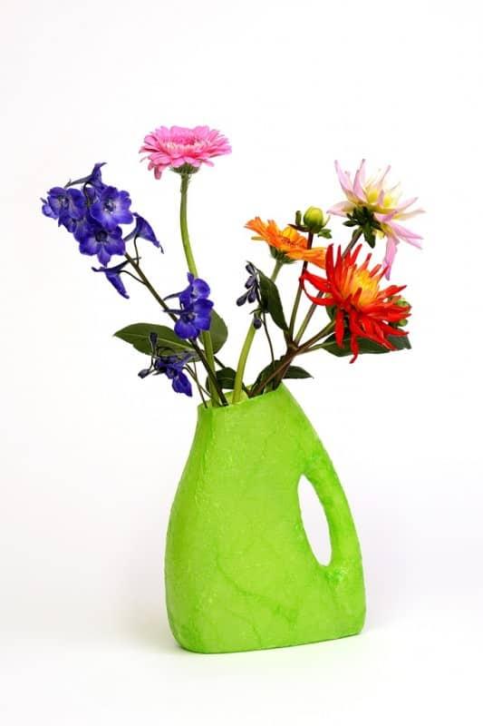 groene-omovaas-met-bloemen