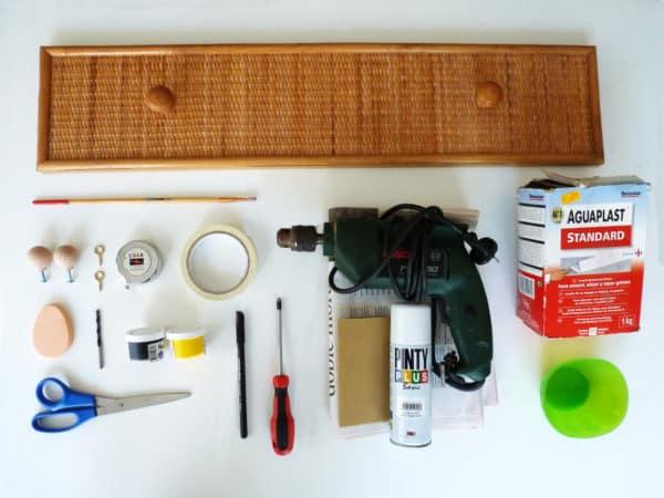 Colgador-reciclando-un-cajón-materiales