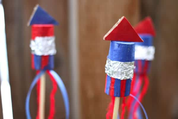 Last-Minute-Recycled-Fourth-Of-July-Craft-For-Decor-Trashy-Crafter1
