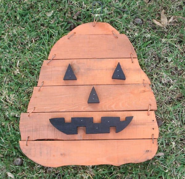 2013-Pumpkin-H-Pallet-Wood-on-grass-034
