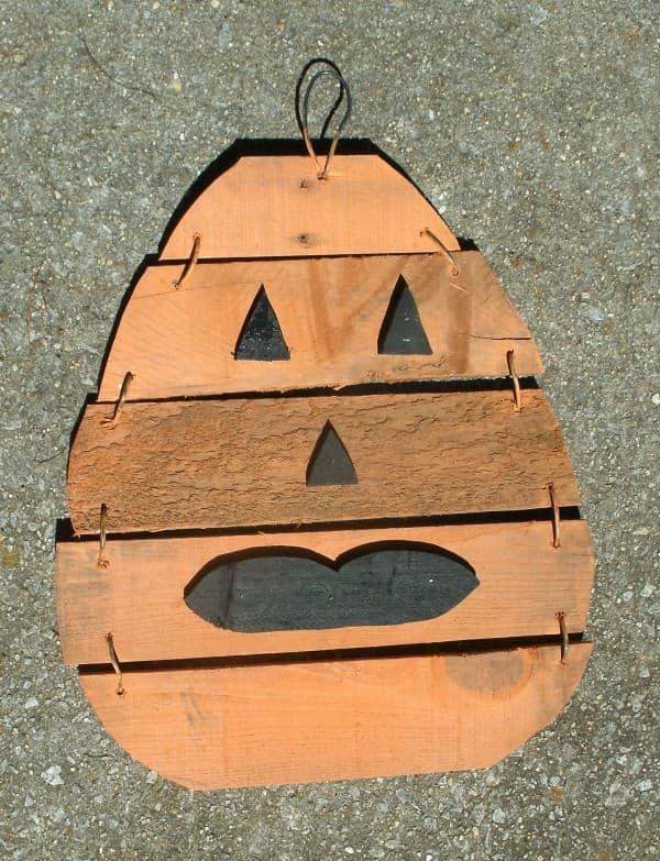 2013-Pumpkin-JW-Pallet-Wood-on-pave-016