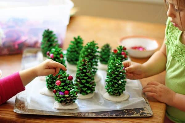 Easy Kids Project: Pine Cone Christmas Trees 3 • Do-It-Yourself Ideas