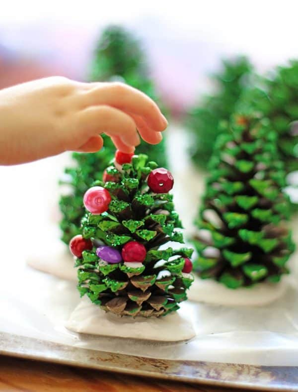 Easy Kids Project: Pine Cone Christmas Trees 5 • Do-It-Yourself Ideas