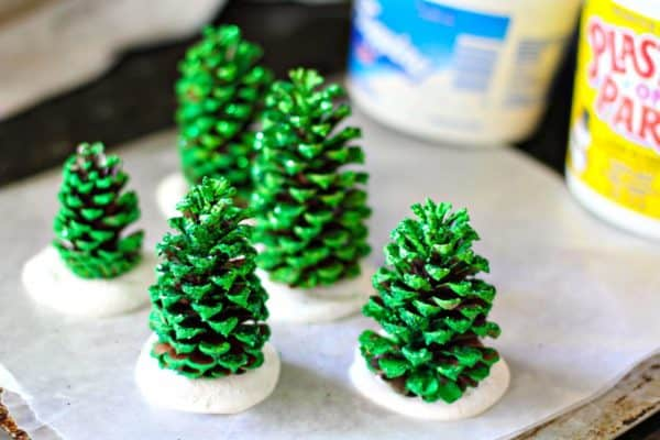 Easy Kids Project: Pine Cone Christmas Trees 7 • Do-It-Yourself Ideas