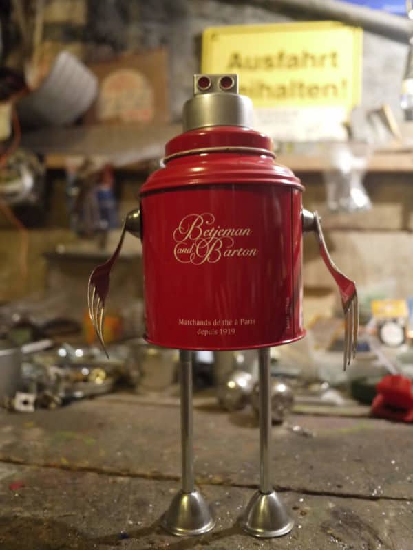3R-recycled-red-robot-assemblage