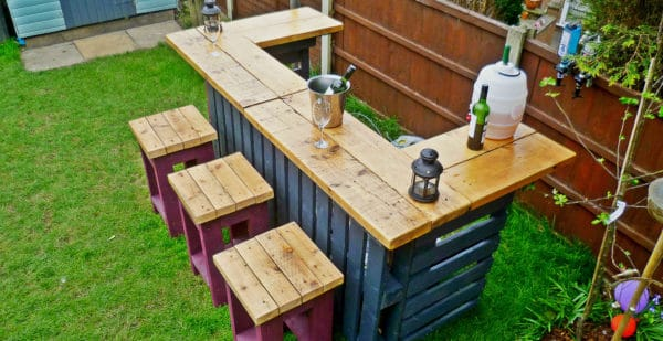 Garden Bar made from Reclaimed Timber and Discarded Pallets 01