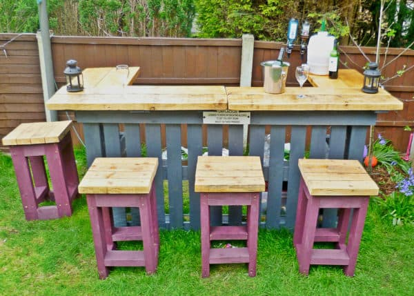 Garden Bar made from Reclaimed Timber and Discarded Pallets 02
