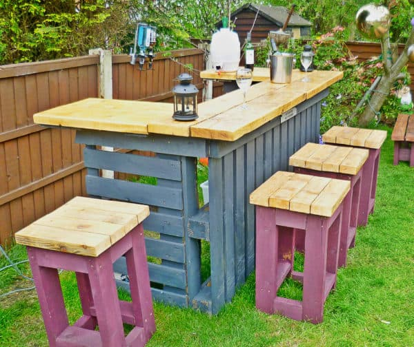 Garden Bar made from Reclaimed Timber and Discarded Pallets 03