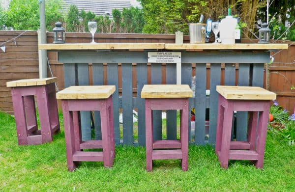 Garden Bar made from Reclaimed Timber and Discarded Pallets 04
