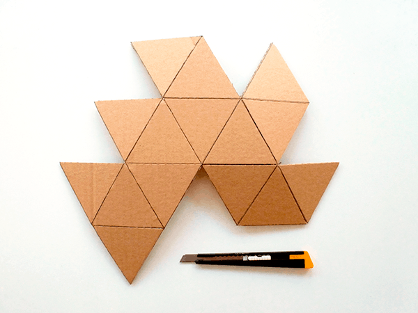 recycled-cardboard-origami-lamp-diy-3