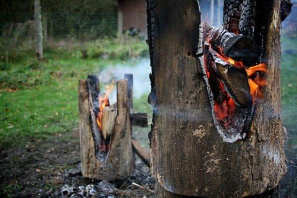 Making-Ausgebrannt-Stools-by-Burning-Logs