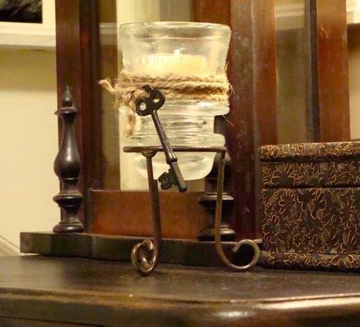 30+ Creative Ideas Using Vintage Glass Insulators 15 • Do-It-Yourself Ideas