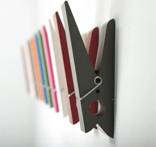 large-cothespin-recycling-holders-for-clothing-creative-upcycling-idea