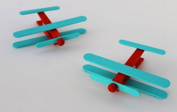 clothespin-crafts-for-kids-ideas-upcycling-ice-cream-stick-coloured-plane-project