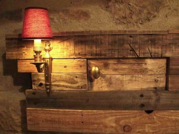 Pallets-Lighting-Bed-Headboard-with-Side-Table