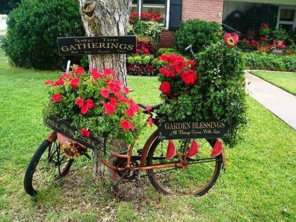upcycling-bikes-into-garden-decor-with-amazing-flower-planters