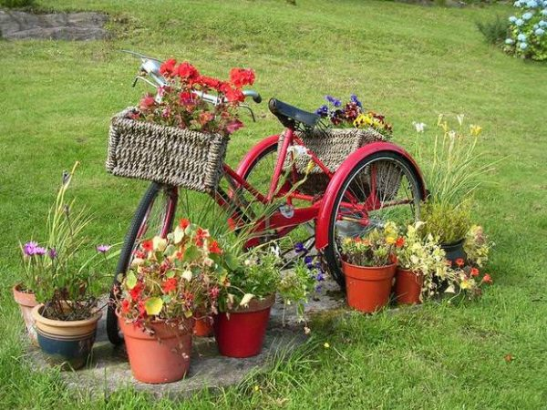 upcycling-bikes-in-the-garden-creative-decoration-ideas