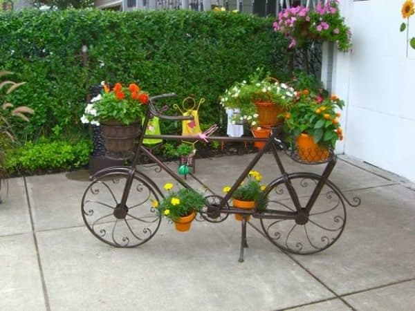 old-reused-bike-with-flowers-garden-decoration-ideas