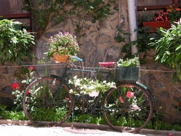 upcycled-old-green-bike-into-garden-flower-planter-decoration