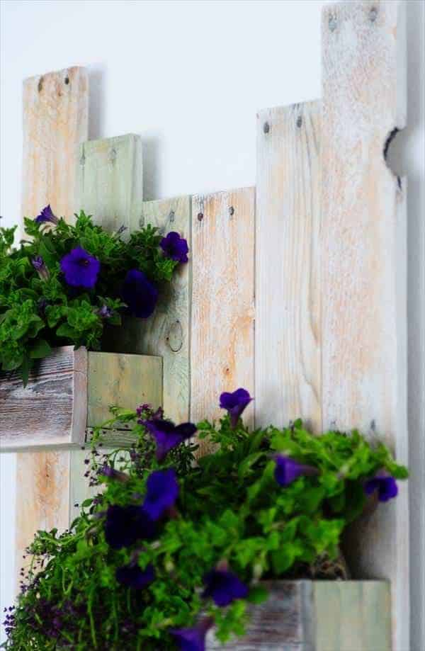 wooden-pallet-hanging-planter-shelves
